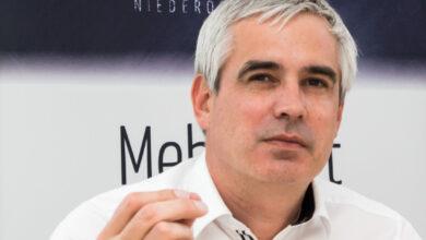 In der aktuellen Debatte um die Tierwohl-Standards bezieht Werner Habermann seitens der Erzeugergemeinschaft Gut Streitdorf Position. Er spricht sich im Fleisch & Co-Interview für Transparenz in Burger-Läden, Kantinen und Co aus.
